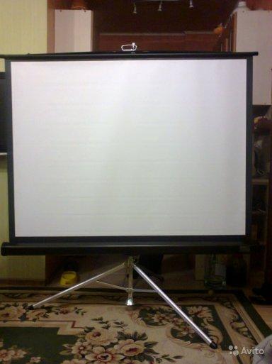 Экран для проектора на штативе