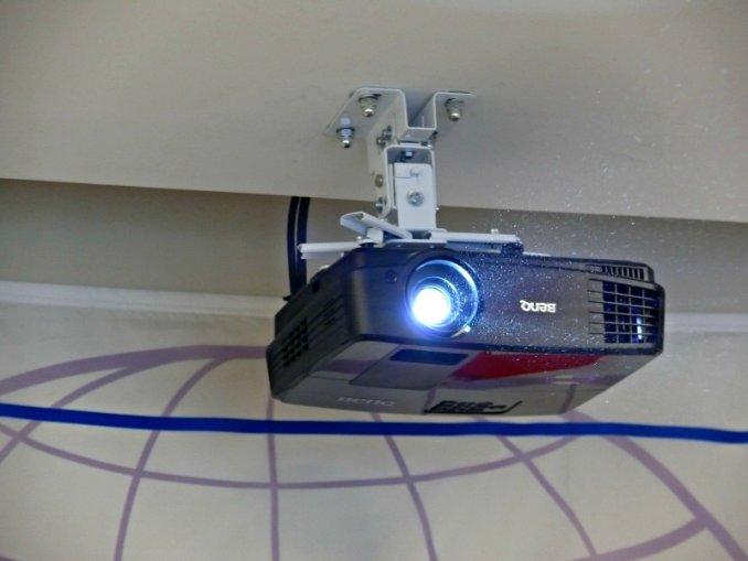Крепление для проектора на