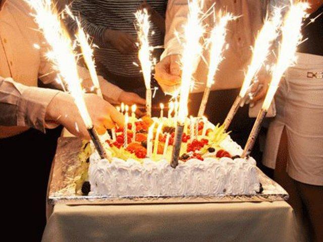 сколько свечей ставят на торт иметь собой